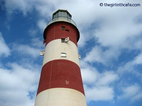 A perfect red and white lighthouse (Plymouth)